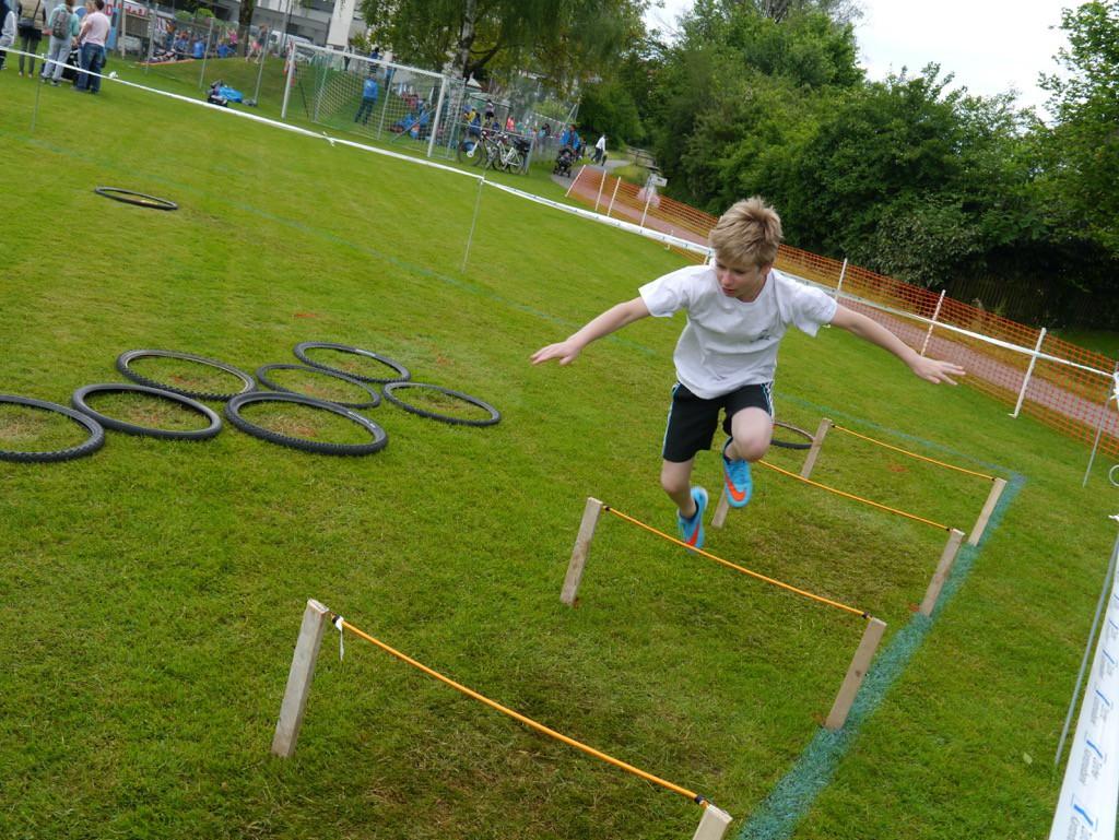 Beim Fitnessparcour galt es für die Jugendlichen zahlreiche Hindernisse zu überwinden.