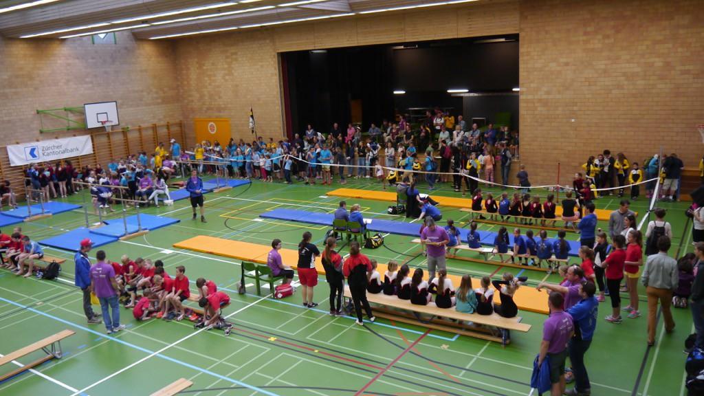 Die Wettkämpfe im Bereich Geräteturnen fanden in der Mehrzweckhalle Zendenfrei statt.